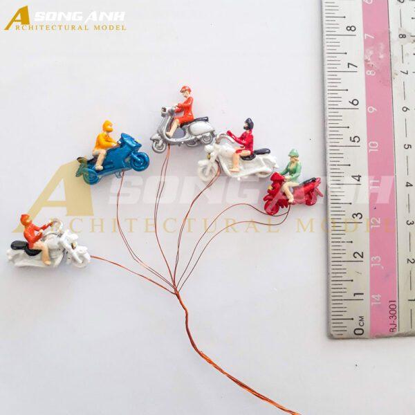 Xe máy 2 cm có đèn bằng nhựa tỉ lệ 1/100 HH01-XMAB0201100